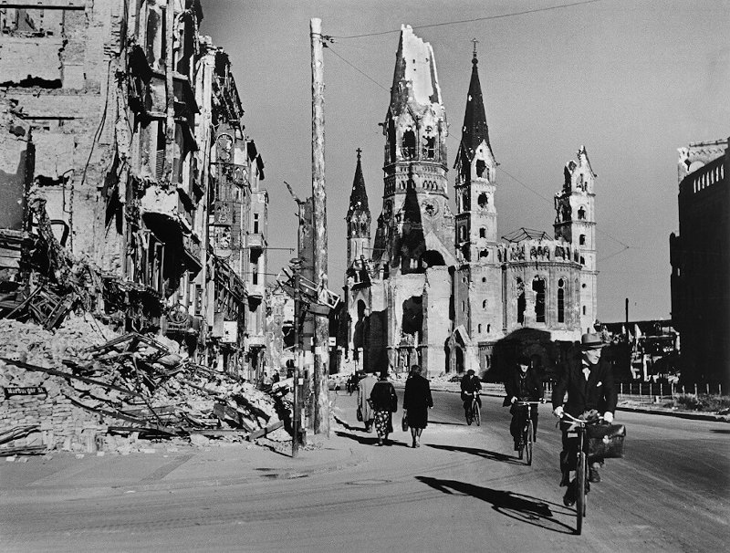 Rober Capa - People on street lined with ruined buildings, Berlin, August 1945